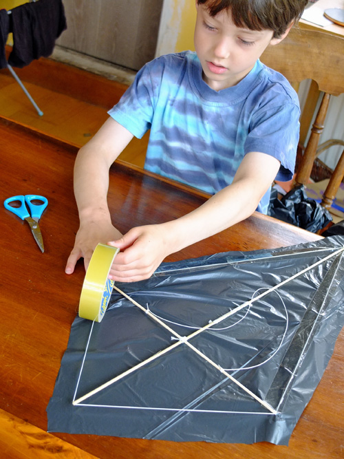 How to make a plastic bag kite
