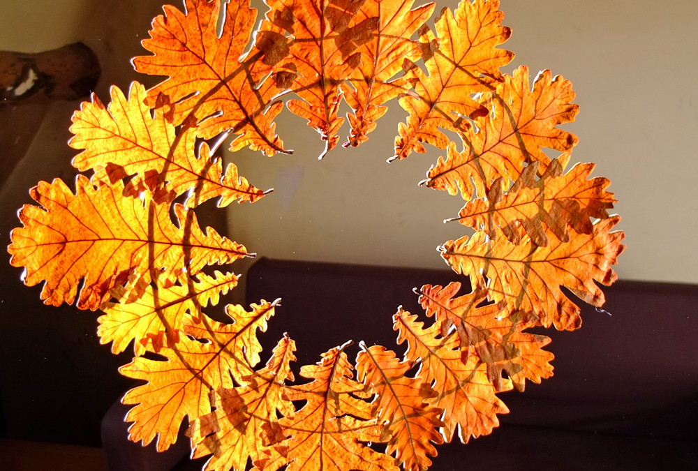 Autumn Leaf Wreath – Easy Fall Leaf Crafts