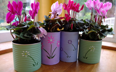Handmade Christmas – Painted Flower Pots!