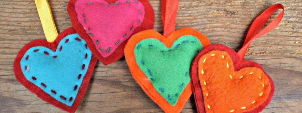 5 Homemade Christmas Ornaments for Children to Make – Festive Friday!