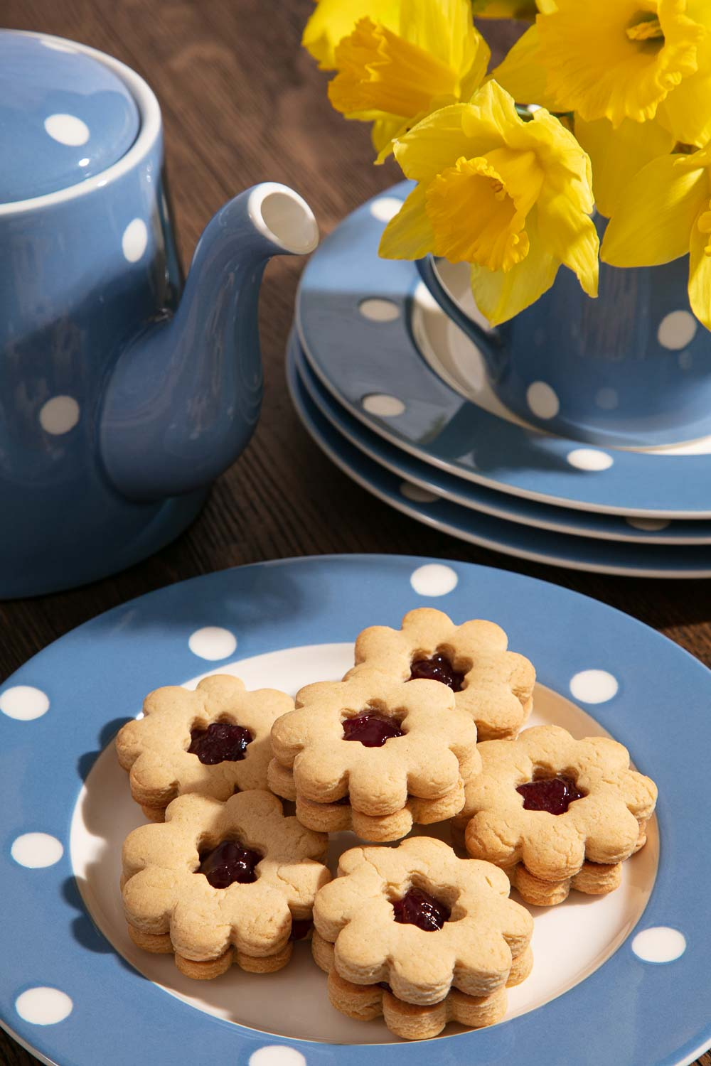 Homemade Jammy Dodgers and a pot of tea.