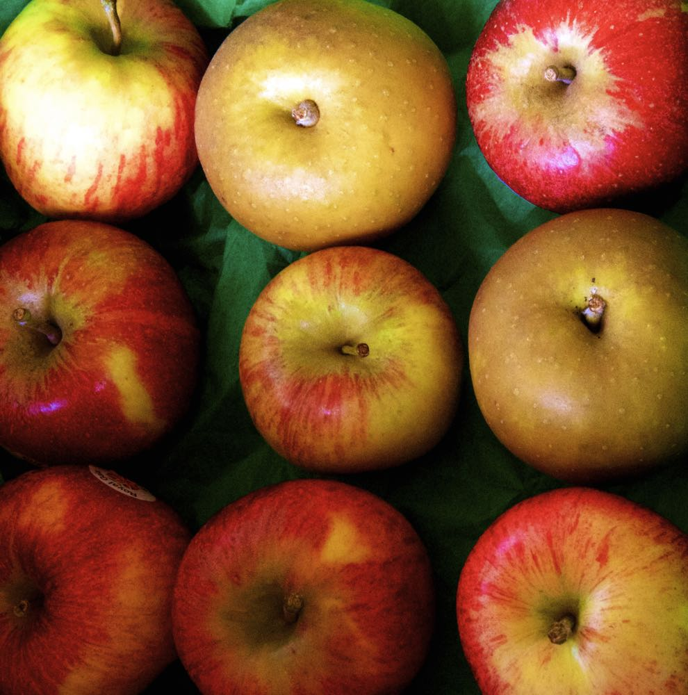 Mixed varieties of English apples.
