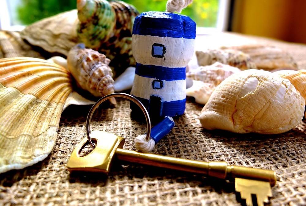Champagne Cork Craft – Lighthouse Keyring