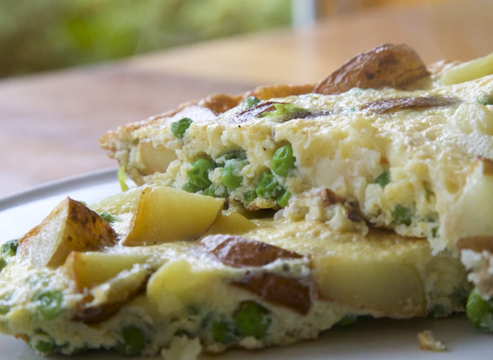 Easy vegetarian recipe ideas for students. This pea and potato frittata is simple to make, with only 7 ingredients, takes 20 minutes to cook and is super tasty and delicious!