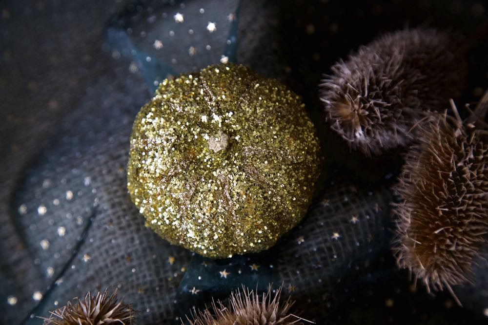 Glitter Pumpkins - A simple Halloween Craft making Fabergé pumpkins!