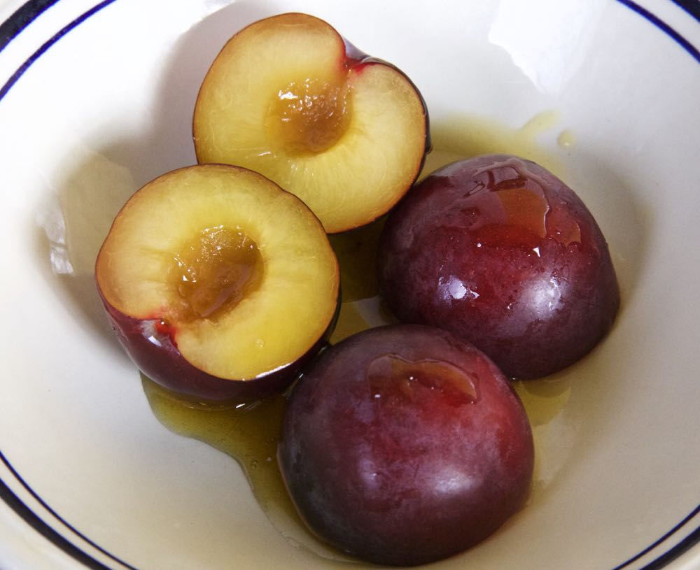 Manuka Honey Glazed Plums
