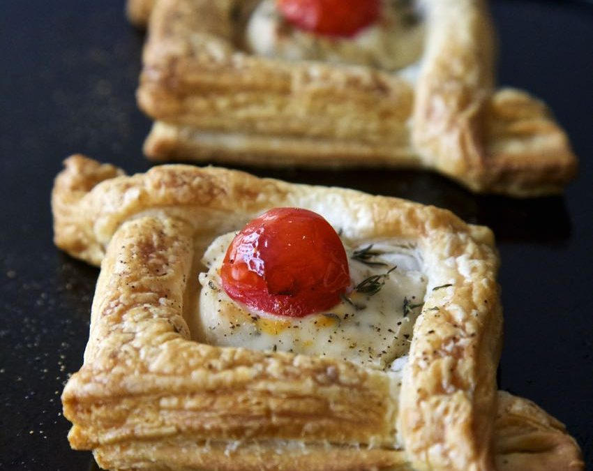 Vegan Puff Pastry Canapés – Tasty Little Boxes Filled with Vegan Cream Cheese