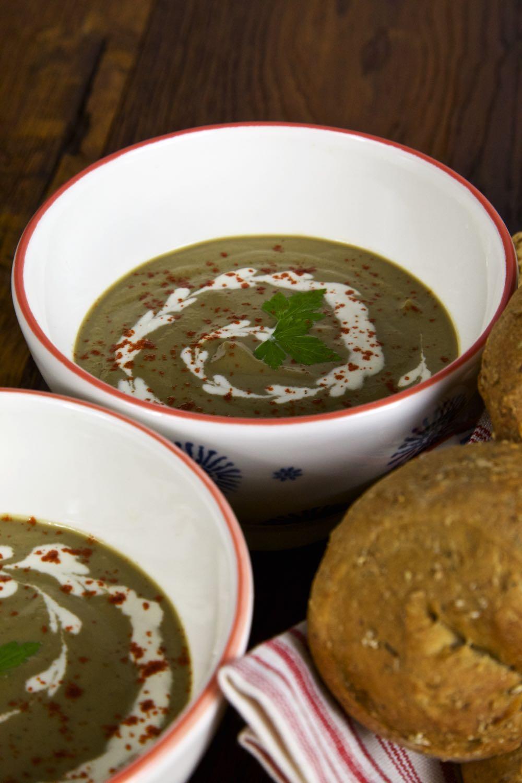 Vegan cream of mushroom soup with bread rolls.