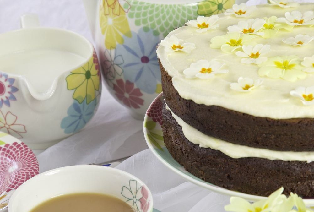 Mother's Day Gin Ginger Cake with Gin and Lemon Icing!
