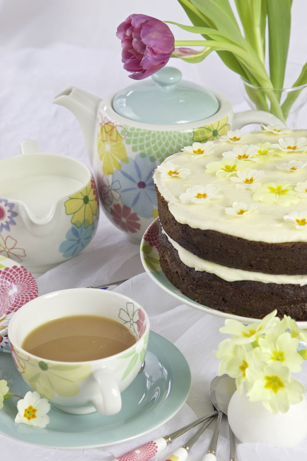 Ginger Cake topped with Gin Icing flavoured with lemon, served with tea.