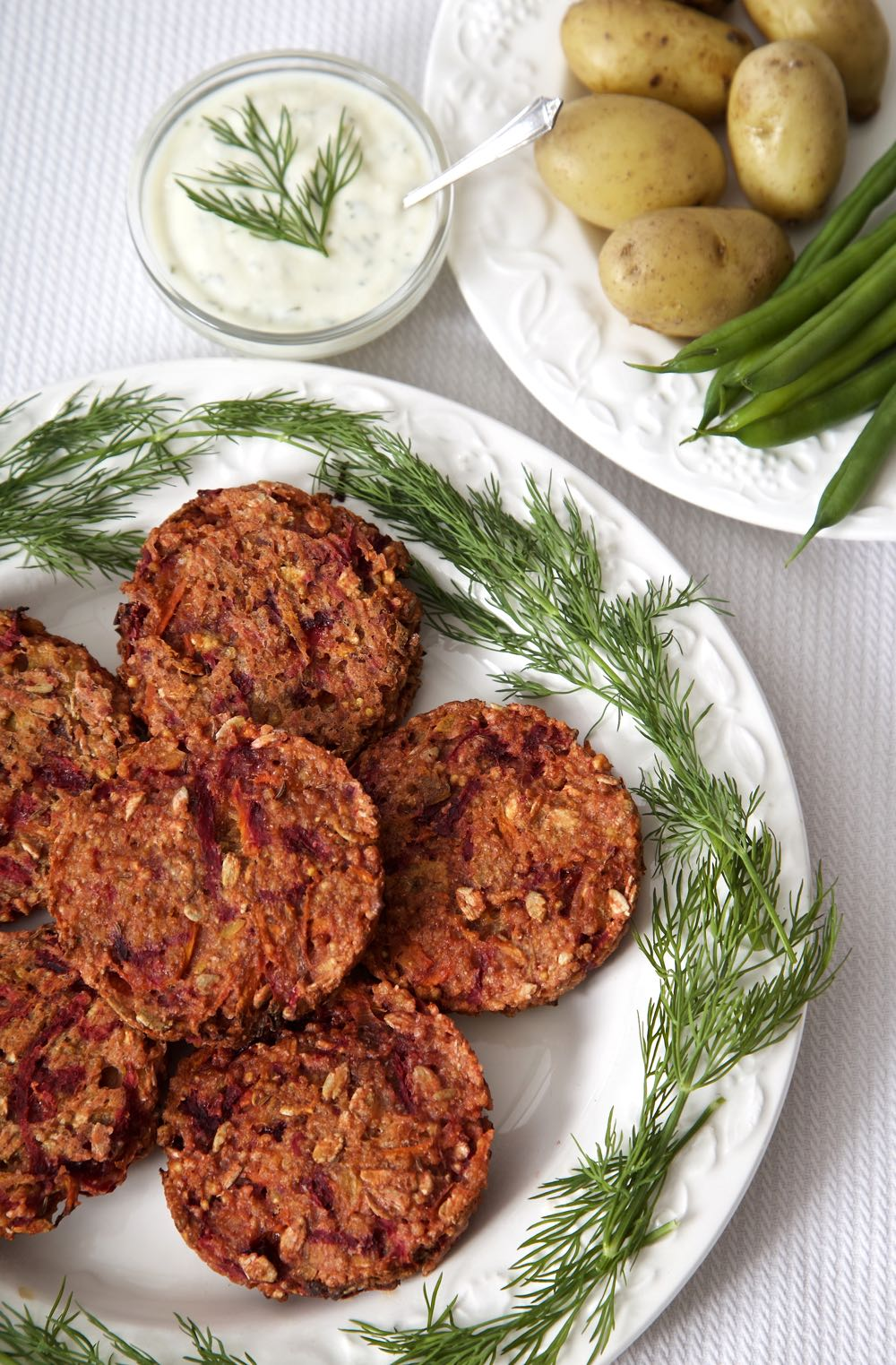 Millet Burgers - Delicious vegan burgers with millet and beetroot