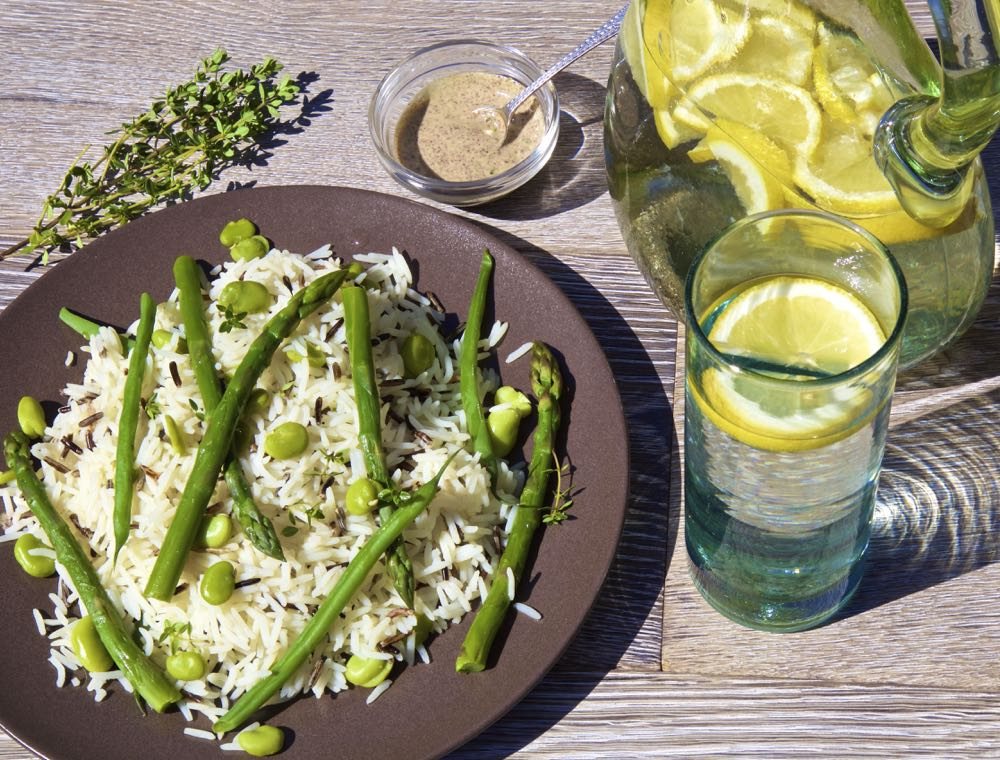 Wild Rice and Asparagus Salad with Lemon Thyme and Sumac - zesty and summery and perfect for picnics!