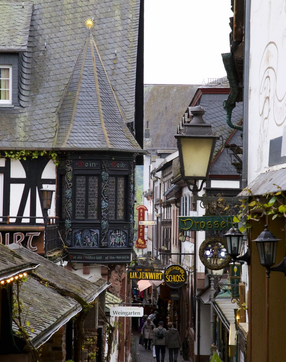 A narrow street of shops in Rüdesheim.