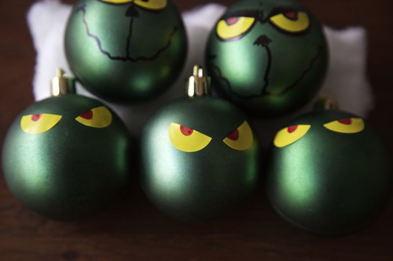 How to make easy Grinch Christmas baubles