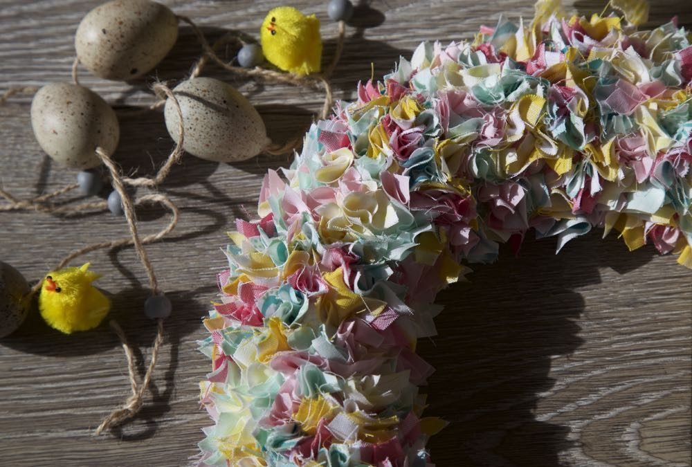 Simple Fabric Wreath for Spring