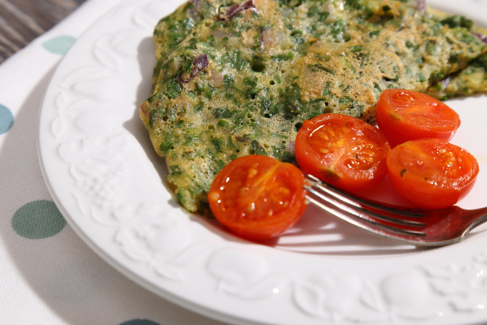 Easy, 5 ingredient, Vegan Omelette with Fresh Herbs and Tomatoes.