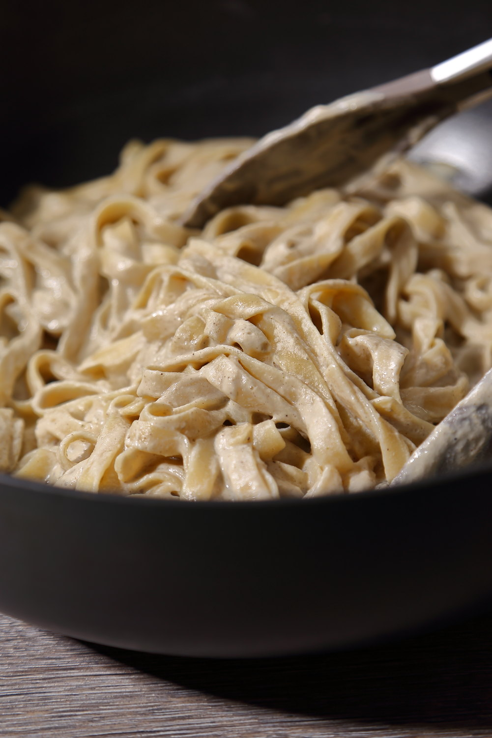 Vegan Alfredo Sauce - a simple recipe for vegan pasta alfredo with tagliatelle and sunflower seed cream.
