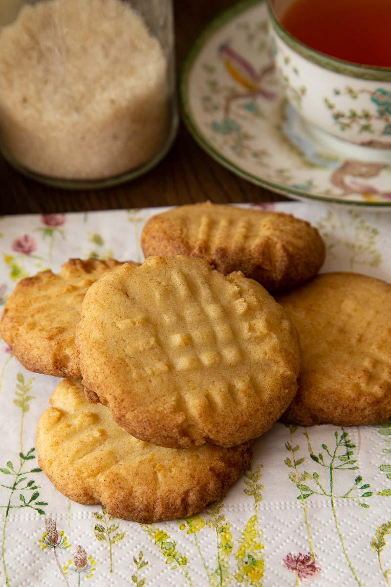 Lemon fork biscuits on a napkin.