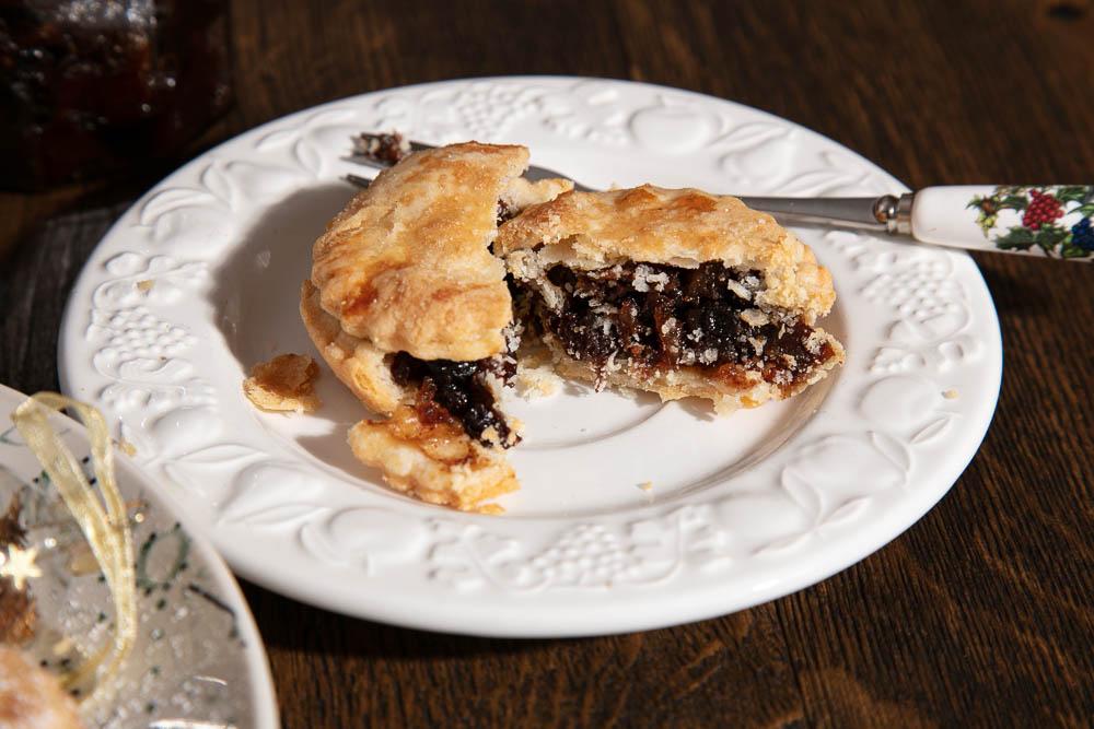 Vegan mince pie, split open to reveal vegan mincemeat filling.